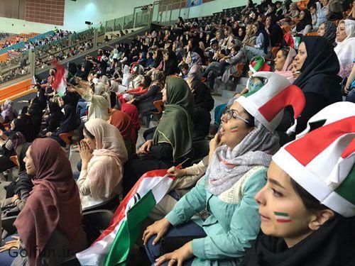 فیلم و تصاویر حضور زنان و دختران ایرانی در ورزشگاه آزادی برای تماشای والیبال ایران - بلژیک