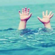 فیلم غرق شدن دختربچه ۲ ساله و لحظه نجاتش + نجات افراد در حال غرق شدن