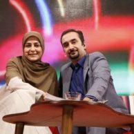 فیلم در آغوش گرفتن و روبوسی نیما کرمی و همسرش زینب زارع در برنامه زنده